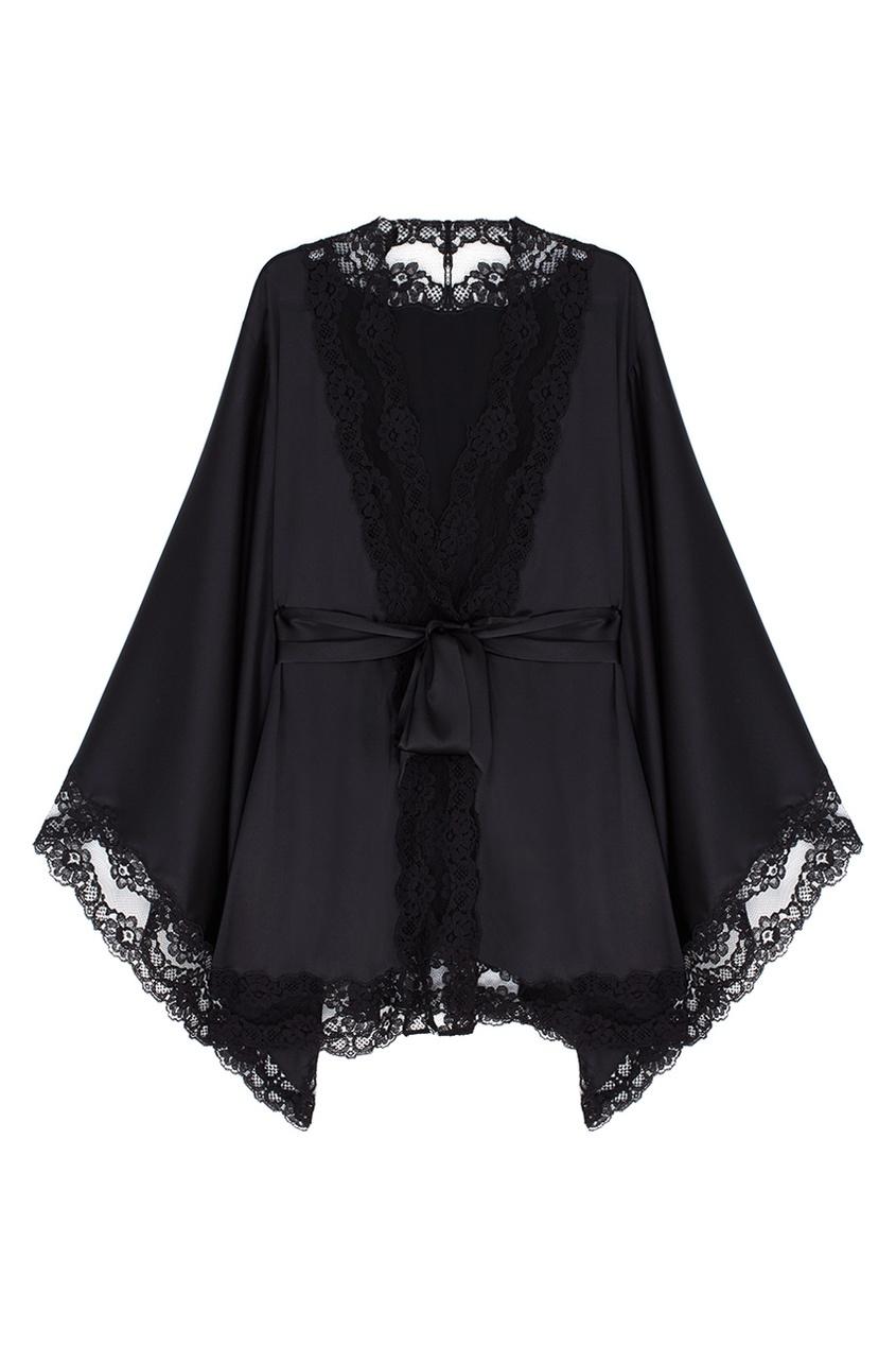 Кимоно LunaЧерное белье<br>Шелковое кимоно Luna идеально подходит для роскошного вальяжного отдыха. Этот изысканный сексуальный образ дополнен окантовкой из полупрозрачного французского кружева по краю.<br><br>Возраст: Взрослый<br>Размер unitSize=: M/L<br>Цвет: черный<br>Пол: Женское