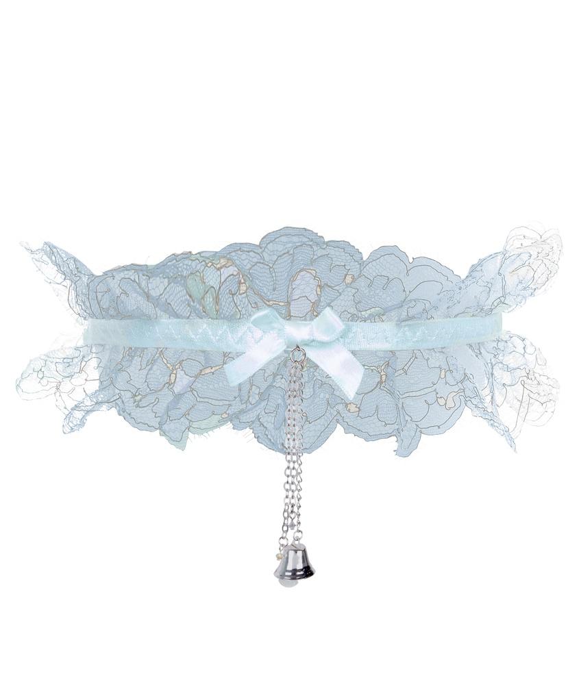 Подвязка BellaРомантичное белье<br>За самым важным днем в жизни каждой девушки следует волнующая ночь. Лучшим свадебным аксессуаром для нее станет игривая Bella. Подвязка нежного голубого цвета прекрасно сочетается с французскими трусиками Bella. Созданная из слегка присборенного кружева со сверкающей вышивкой из люрекса, эта модель на эластичной шелковой ленте украшена маленьким бантиком и игривым колокольчиком, который по желанию можно отстегнуть.<br><br>Возраст: Взрослый<br>Размер unitSize=: UN<br>Цвет: None<br>Пол: Женское<br>Материал: боди: 88% полиамид 12% меттализированная нить эластичная отделка: 90% полиамид 10% эластан
