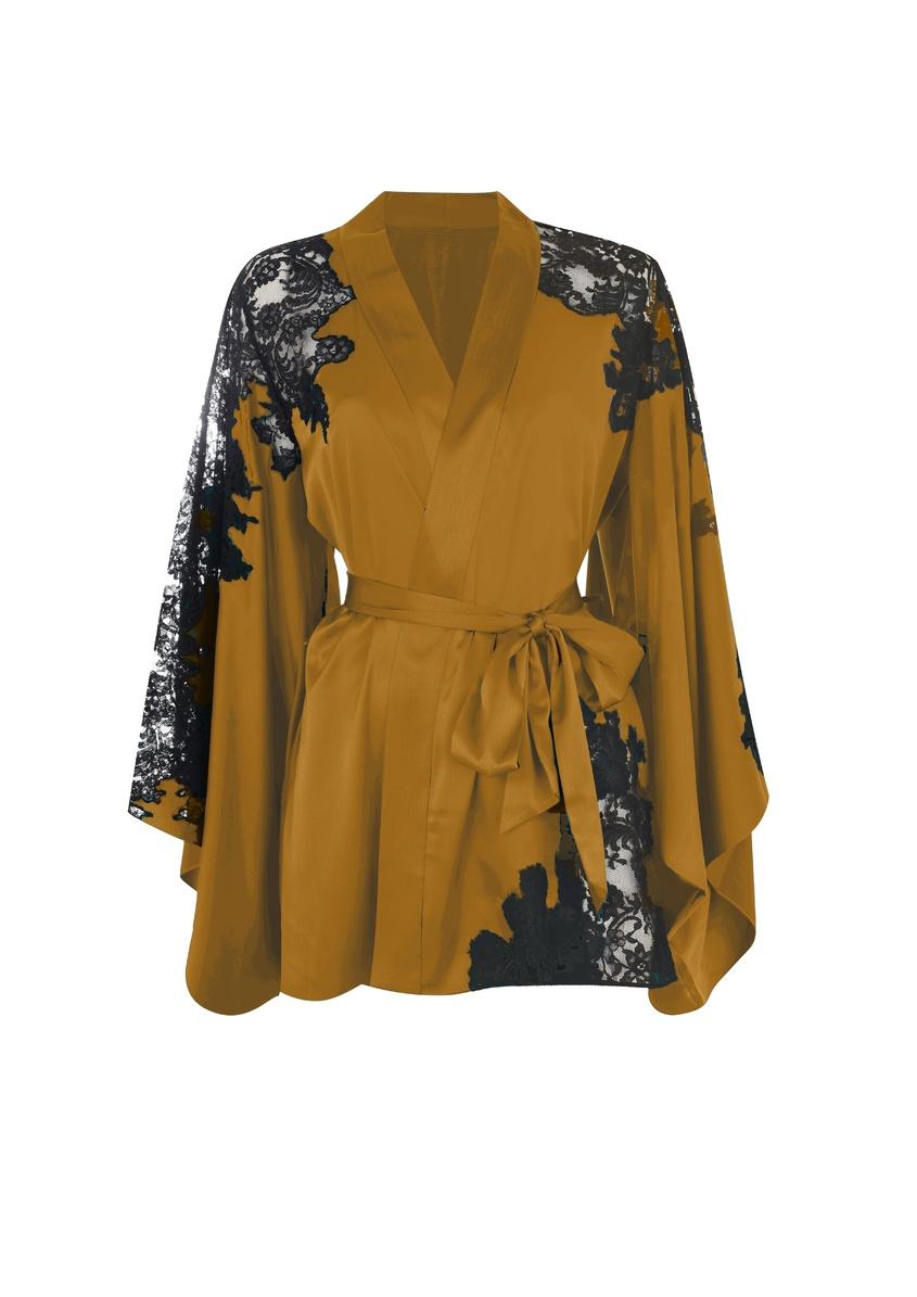 Кимоно NayeliРомантичное белье<br>Nayeli - это великолепное сочетание бескомпромиссной роскоши и абсолютного изящества. Золотое кимоно выполнено в особой традиционной технике: аппликации черного французского кружева ливерс украшают шелковую базу, создавая привлекательный микс текстуры и яркого цвета. Кимоно с запахом и широкими свободными рукавами дополнено поясом на талии. Сочетайте с другими моделями деми-кутюрной коллекции Nayeli.<br><br>Возраст: Взрослый<br>Размер: M/L<br>Цвет: Золотой<br>Состав: 94% шёлк 6% эластан<br>Страна-производитель: Китай