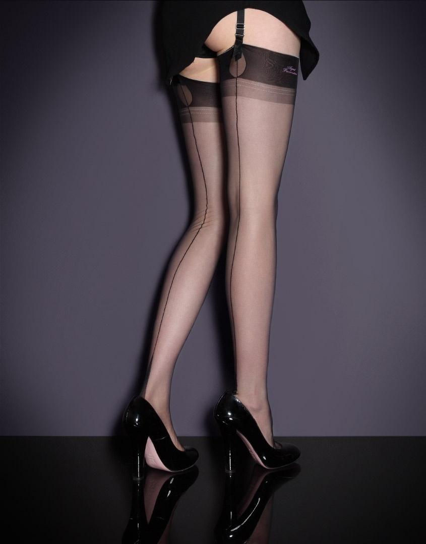 Чулки под пояс Fully FashionedЧулки под пояс<br>Нейлоновые черные чулки в винтажном стиле  - сексуальная альтернатива классическому образу.<br><br>Возраст: Взрослый<br>Размер: B(2 AP);C(3 AP)<br>Цвет: Черный<br>Пол: Женский