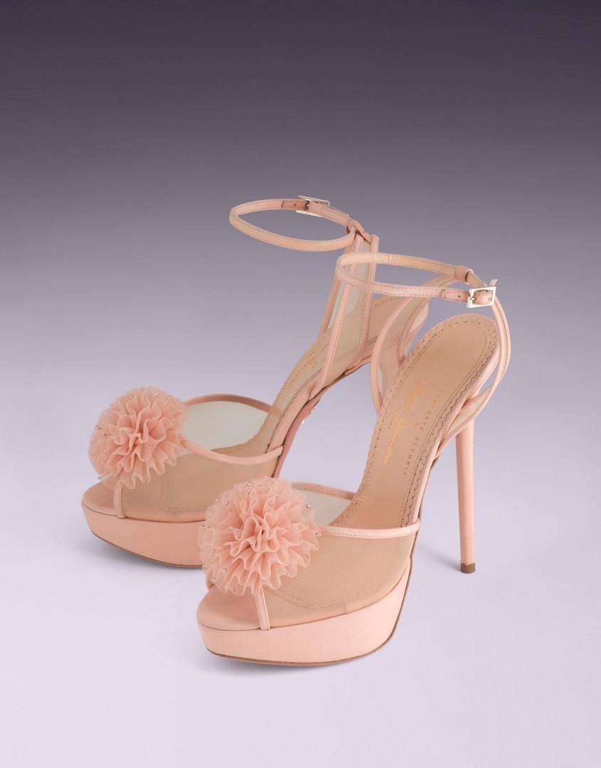 Туфли CandiceАксессуары<br>Эти милые туфли, разработанные Charlotte Olympia специально для AP, являются воплощением женственности. Элегантный бежевый шелк способствует созданию шикарного образа, а смелый помпон с золотыми кристаллами Swarovski дополняют его.  Ремешок на щиколотке выгодно подчеркивает силуэт ноги. Розовая подошва дополнена фирменным золотым логотипом Charlotte Olympiа в виде паутины. <br><br>Каблук 150мм<br> <br>Платформа 40мм<br><br>Возраст: Взрослый<br>Размер: 40<br>Цвет: Розовый<br>Пол: Женский