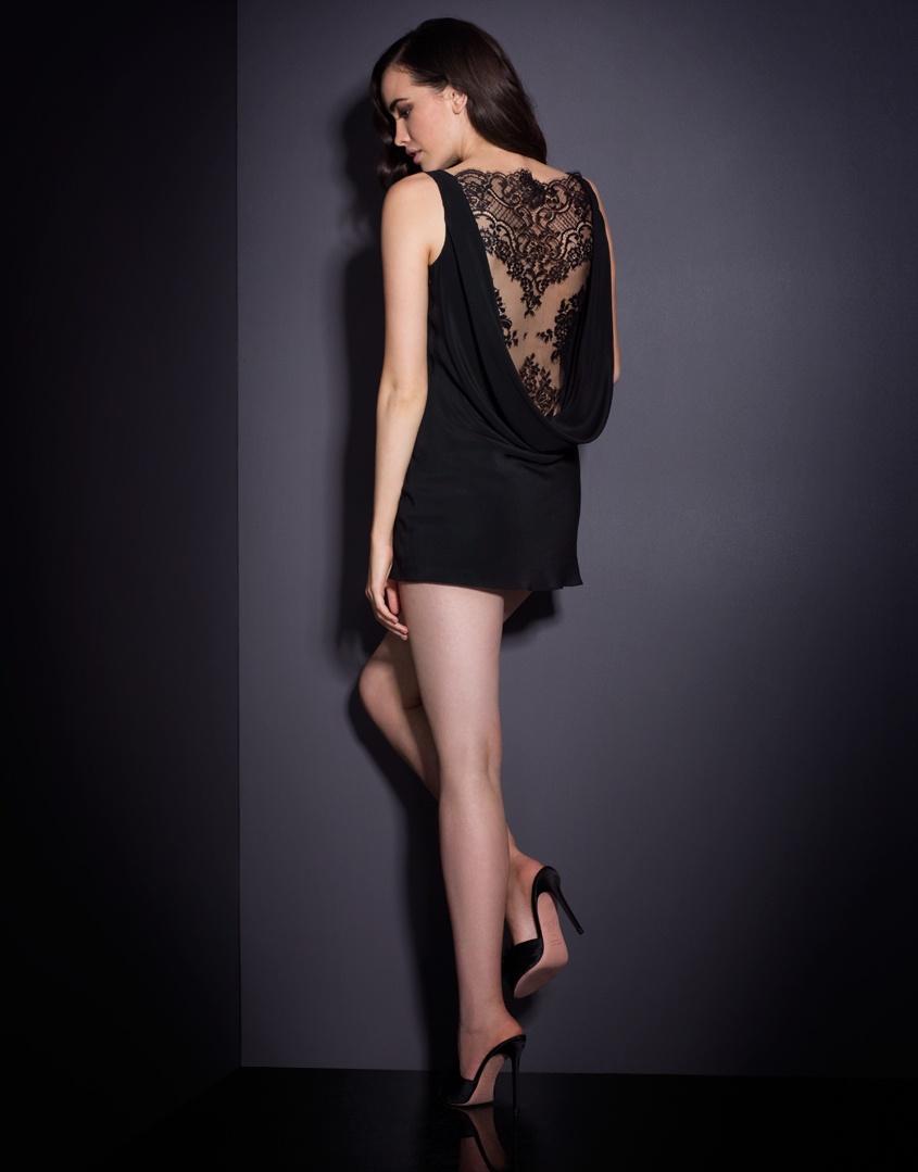 Платье VallerieПлатья<br>Vallerie &amp;ndash; соблазнительное мини-платье, которое Вы непременно захотите продемонстрировать.<br><br>&amp;nbsp;<br><br>Нежнейший черный шифон элегантно ниспадает вдоль тела, образуя спереди и сзади хомут, обнажающий сексуальный изгиб спины. Выразительное французское кружево спускается от плеч до самой поясницы и создает роскошный образ в стиле кинозвезды нуара.<br><br>Возраст: Взрослый<br>Размер: 4;3<br>Цвет: Черный