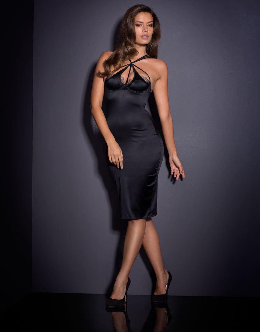 Платье QuincyПлатья<br>Привлекайте внимание в знойном платье Quincy – потрясающей модели из черного гладкого сатина, которая идеально подчеркивает изгибы тела. Платье украшено французским кружевом по линии декольте. Сатиновые ремешки вокруг груди и шеи привлекают внимание к соблазнительному вырезу. Внутри имеются косточки и внутренний бюстгальтер для дополнительной поддержки. Потайная молния на спине позволяет быстро снять платье. Оно отлично подойдет для тех, кто желает создать образ подружки Бонда.<br><br>Возраст: Взрослый<br>Размер: S (2 AP)<br>Цвет: Черный