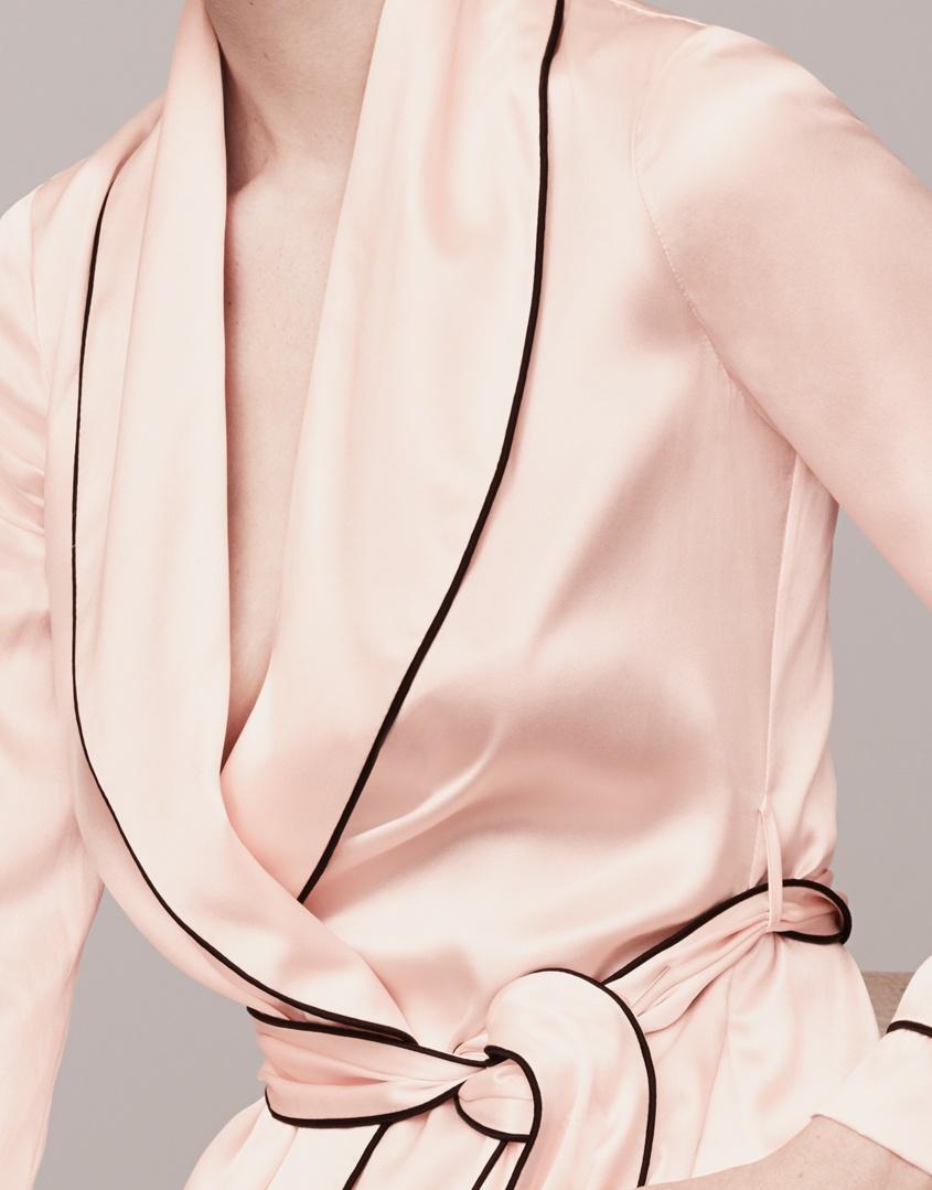 Брюки Classic PyjamaБудуар<br>Роскошные брюки из чистого шелка в сочетании с верхней частью Classic Pyjama интересно дополнят вашу будуар-коллекцию.<br><br>Возраст: Взрослый<br>Размер: XS (1 AP);S (2 AP);M (3 AP);L (4 AP);XL (5 AP)<br>Цвет: Розовый<br>Пол: Женский