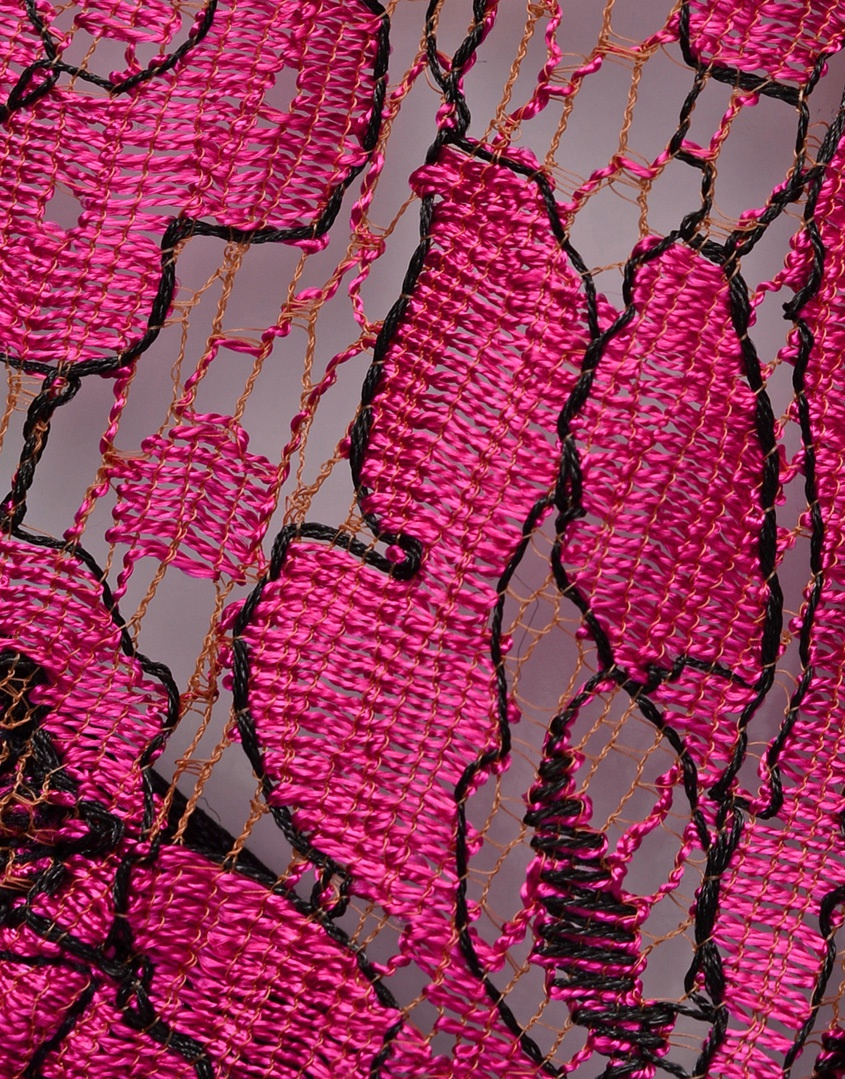 Трусики стринги OlessiyaТрусики стринги<br>Яркие трусики-стринг цвета фуксии из кружева ливерс украшены черными шелковыми лентами на бедрах, которые выразительно переплетаются сзади. Черные сатиновые бантики завершают образ.<br><br>Возраст: Взрослый<br>Размер: M (3 AP)<br>Цвет: Розовый<br>Пол: Женский