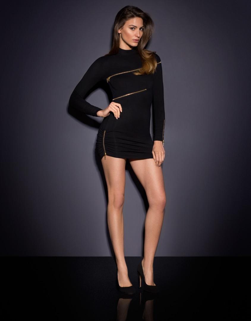 Платье MaxeneSale Платья<br>В Maxene Вы станете новой иконой рок-н-ролла.<br><br>&amp;nbsp;<br><br>Сексуальное мини-платье украшено застежками-молниями, которые можно расстегнуть &amp;ndash; если Вы готовы рискнуть. Хлопковое обтягивающее платье до середины бедра с высоким воротником выглядит брутально и игриво. Ассиметричные молнии вокруг груди и талии заставляют играть воображение, особенно если Вы приоткроете замок, демонстрируя контрастное белье&amp;hellip; Расстегнутая молния сзади создает широкий пикантный вырез на спине.&amp;nbsp;<br><br>Длина:&amp;nbsp;<br><br>2-86см<br><br>3-88см<br><br>4-91см<br><br>Возраст: Взрослый<br>Размер: M (3 AP)<br>Цвет: Черный<br>Пол: Женский